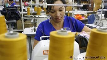 Textilarbeiterin in Fortaleza (Foto: picture alliance/dpa)