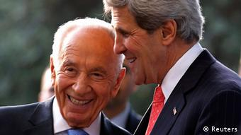 U.S. Secretary of State John Kerry (R) meets with Israeli President Shimon Peres in Jerusalem, May 23, 2013. REUTERS/Jim Young (JERUSALEM - Tags: POLITICS)