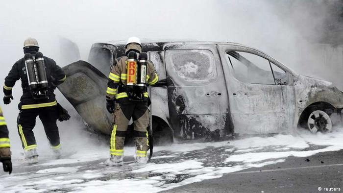 Firemen inspect a burnt car in the suburb of Rinkeby after youths rioted in several different suburbs around Stockholm May 23, 2013. Hundreds of youth have torched cars and attacked police in four nights of riots in immigrant suburbs of Sweden's capital, shocking a country that dodged the worst of the financial crisis but failed to solve youth unemployment and resentment among asylum seekers. Photo: REUTERS/Fredrik Sandberg/Scanpix.