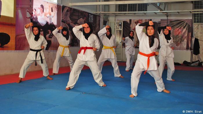 در افغانستان هنوز موانع بسیاری در برابر ورزش زنان وجود دارد.