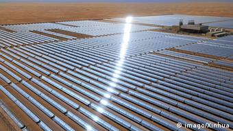 Bildnummer: 59366539 Datum: 17.03.2013 Copyright: imago/Xinhua ABU DHABI, March 17, 2013 (Xinhua) -- Photo taken on March 17, 2013 shows the newly launched solar plant Shams 1 in the desert of Abu Dhabi, the United Arab Emirates. -LAUNCH PUBLICATIONxNOTxINxCHN Wirtschaft Energie Solarenergie Wüste Solar Photovoltaik VAE Solarpark x1x xac 2013 quer 59366539 Date 17 03 2013 Copyright Imago XINHUA Abu Dhabi March 17 2013 XINHUA Photo Taken ON March 17 2013 Shows The newly launched Solar plant Shams 1 in The Desert of Abu Dhabi The United Arab Emirates Launch PUBLICATIONxNOTxINxCHN Economy Energy Solar energy Desert Solar Photovoltaics UAE Solar Park x1x 2013 horizontal