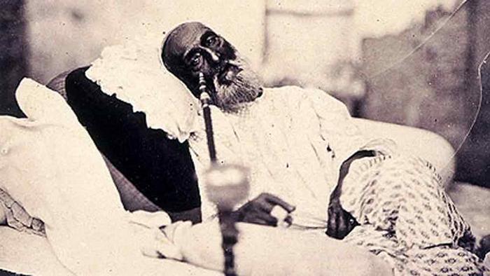 Бахадур Шах Зафар Втори, последният представител на династията на Великите моголи, преди да бъде заточен в Рангун след Индийското въстание от 1857-58