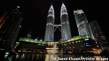 Spektakuläre Firmensitze Malaysia Petronas Towers (Photo credit should read SAEED KHAN/AFP/Getty Images)