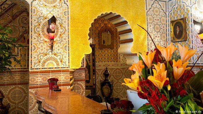Rezeption eines Hotels im orientalischen Stil.