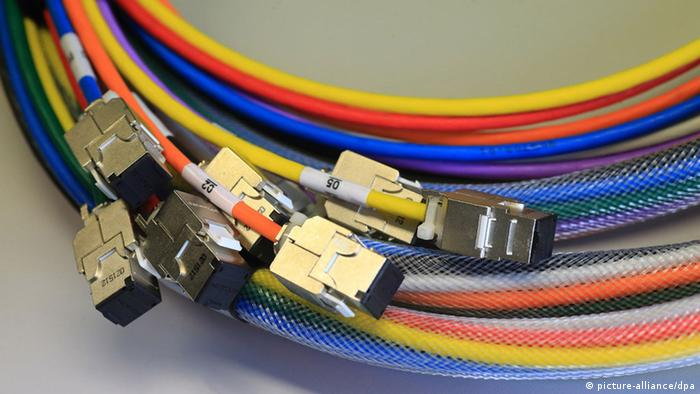 Internet cables (Photo: Jens Wolf/dpa)