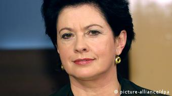A woman with dark hair and a serious expression looks off-camera (Photo: Karlheinz Schindler / dpa)