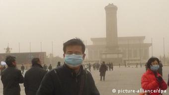 Visitors wearing masks are seen at the Tiananmen Square in heavy smog in Beijing, China, 28 February 2013. Beijing warned residents to stay indoors as air pollution exceeded hazardous levels five days before Chinas national legislature begins its annual meeting, with thousands of delegates expected in the capital. Concentrations of PM2.5, fine air particles that pose the greatest health risk, rose to 469 micrograms per cubic meter at 10 a.m., near Tiananmen Square compared to an average of 275 in the past 24 hours, the Beijing government reported. The World Health Organization recommends 24-hour exposure to PM2.5 of no higher than 25. The level dropped to 163 at 12 p.m. The country opens its annual National Peoples Congress on March 5 to set this years growth target and discuss policies.