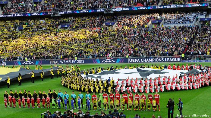 The teams line up prior to the start of the UEFA Champions League final between Borussia Dortmund and Bayern Munich at Wembley Stadium in London, Britain, 25 May 2013. (Photo via EPA/TOM HEVEZI)