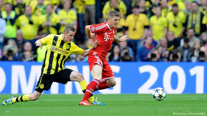 Dortmund's Sven Bender (L) in action against Munich's Bastian Schweinsteiger (R) during the UEFA Champions League final between Borussia Dortmund and Bayern Munich at Wembley Stadium in London.(Photo: EPA/GERRY PENNY/DW)