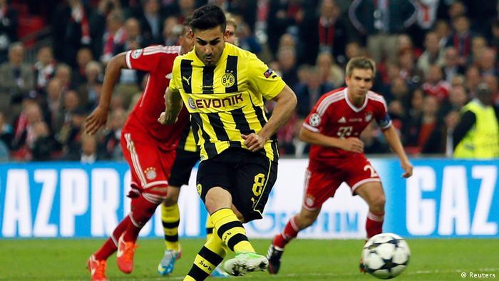 Borussia Dortmund's Ilkay Guendogan scores a penalty goal against Bayern Munich during their Champions League final soccer match at Wembley stadium in London (Photo:REUTERS/Stefan Wermuth/DW)