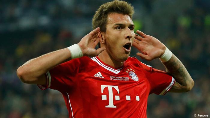 Bayern Munich's Mario Mandzukic celebrates after scoring the opening goal against Borussia Dortmund during their Champions League Final soccer match at Wembley Stadium in London May 25, 2013. REUTERS/Eddie Keogh (BRITAIN - Tags: SPORT SOCCER)