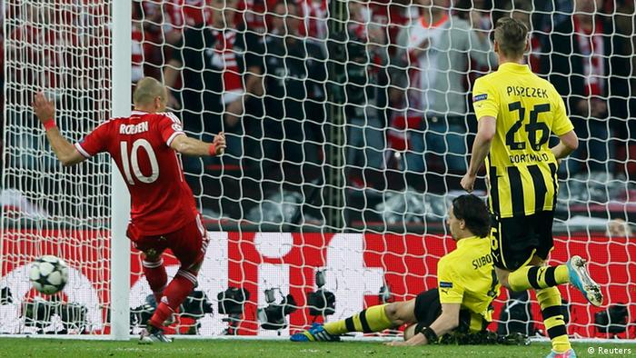 Borussia Dortmund's Neven Subotic (C) clears the ball off the line to prevent Bayern Munich's Arjen Robben (L) scoring during their Champions League Final soccer match at Wembley Stadium in London May 25, 2013. REUTERS/Stefan Wermuth (BRITAIN - Tags: SPORT SOCCER)