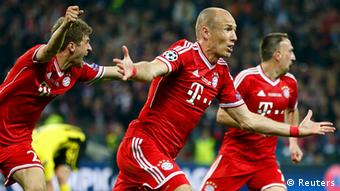 Bayern Munich's Arjen Robben celebrates after scoring during their Champions League Final soccer match against Borussia Dortmund at Wembley Stadium in London May 25, 2013. REUTERS/Stefan Wermuth (BRITAIN - Tags: SPORT SOCCER)
