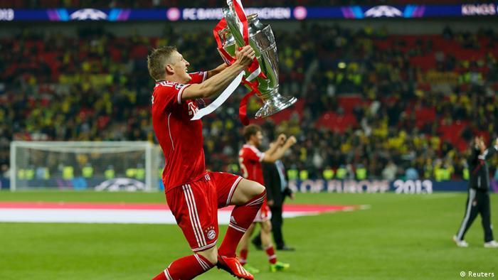 Bastian Schweinsteiger says goodbye to Bayern Munich with