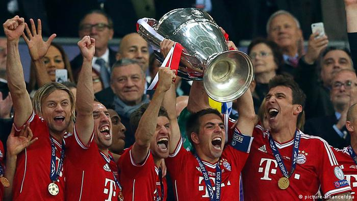 Bayern Munich FC team players celebrate their trophy after the UEFA Champions League final between Borussia Dortmund and Bayern Munich at Wembley Stadium in London. (Photo: Retuers/DW)