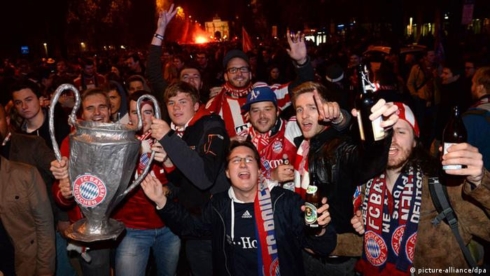 Bayern Munich fans celebrate in Munich Photo: Felix Hörhager/dpa