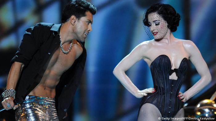 Alex Swings Oscar Sings & Dita von Teese in Moscow 2009 (Getty Images/AFP/Dmitry Kostyukov)