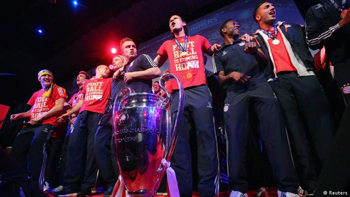 Bayern Munich players celebrate at the team's banquet at Grosvenor House in London May 26, 2013, following their Champions League victory against Borussia Dortmund at Wembley stadium. REUTERS/Alex Grimm/Pool (BRITAIN - Tags: SPORT SOCCER ENTERTAINMENT)