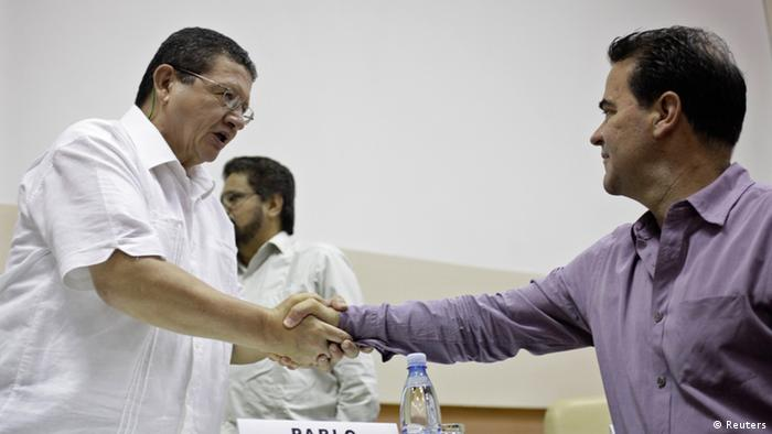 FARC negotiator Pablo Catatumbo (L) shakes hands with Colombia's government negotiator Frank Pearl during a conference in Havana May 26, 2013. Colombia and the Marxist-led FARC rebels have reached agreement on the critical issue of agrarian reform, the two sides said on Sunday in what appeared to be a major step forward for the peace process aimed at ending their long war. REUTERS/Enrique De La Osa (CUBA - Tags: POLITICS CIVIL UNREST)