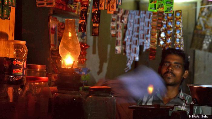 Ein Laden in Indien ohne Stromversorgung (Foto: DW)
