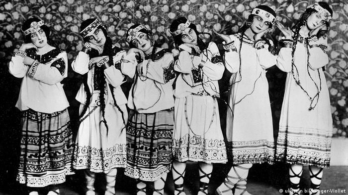 Dancers from Le Sacre du Printemps by Igor Stravinsky in Paris 1913 (c) ullstein bild - Roger-Viollet
