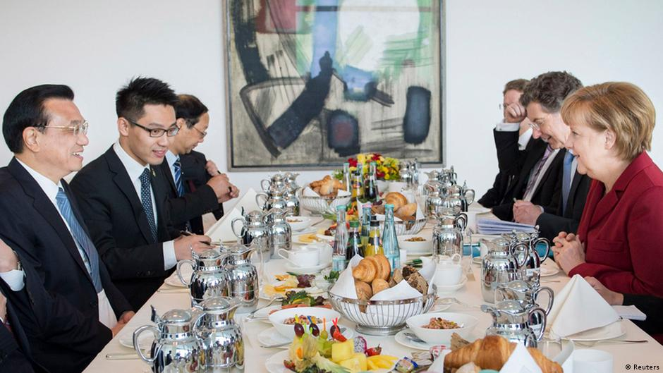 Germany's Chancellor Angela Merkel (R) sits during breakfast with China's Premier Li Keqiang (L) in the Chancellery in Berlin May 27, 2013 in this picture provided by the Bundesregierung. Bundesregierung/Sandra Steins/Handout via Reuters (GERMANY - Tags: POLITICS) ATTENTION EDITORS - THIS IMAGE WAS PROVIDED BY A THIRD PARTY. FOR EDITORIAL USE ONLY. NOT FOR SALE FOR MARKETING OR ADVERTISING CAMPAIGNS. NO SALES. NO ARCHIVES