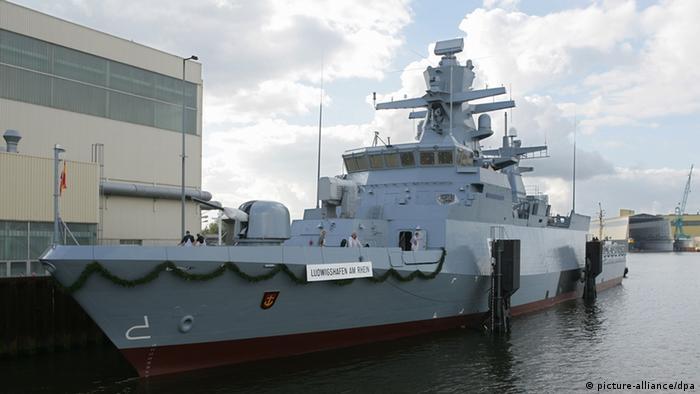 Eine Korvette vom Typ K130 liegt vor der Werft Fr. Lürssen in Lemwerder (Foto:dpa)