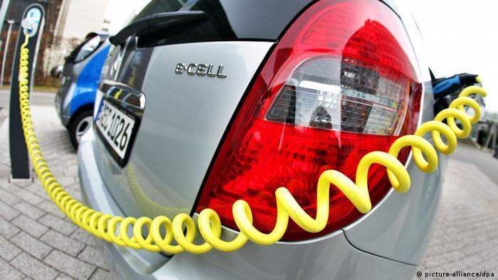 A electric car produced by Mercedes on display at Chemnitz energy provider EnviaM in Halle on May 3, 2012, with a yellow cable connected to a loading station. Photo: Jan Woitas/dpa +++(c) dpa - Bildfunk+++