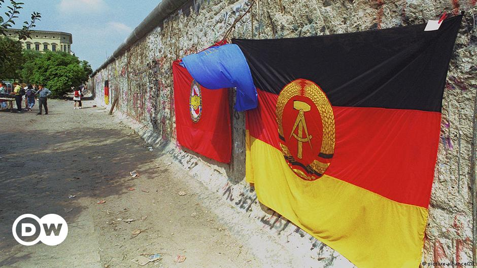 Germany Berlin State Small Hand Waving Flag
