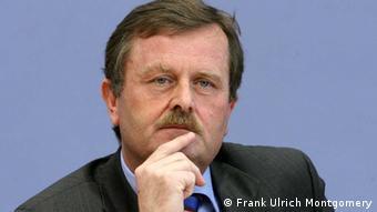 ο Φρανκ Ούλριχ Μοντγκόμερι, πρόεδρος του Ομοσπονδιακού Ιατρικού Συλλόγου της Γερμανίας.