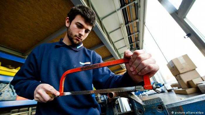 Deutschland Spanien Spanische Klempner-Praktikanten (picture-alliance/dpa)