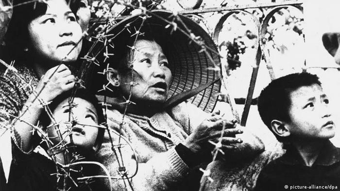 Vietnamkrieg - Flüchtlingsfrau mit Kindern