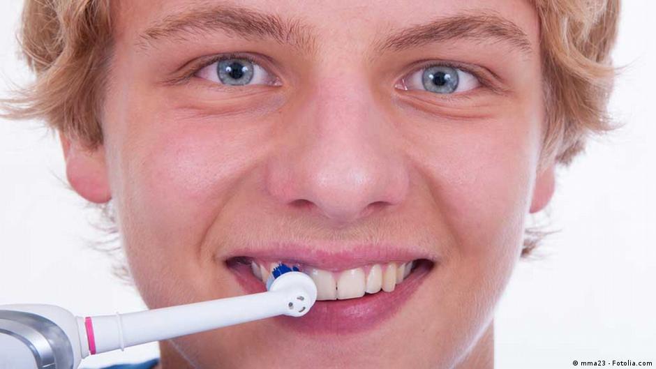 أسباب اصفرار الأسنان وطرق تبييضها   DW   27.02.2015