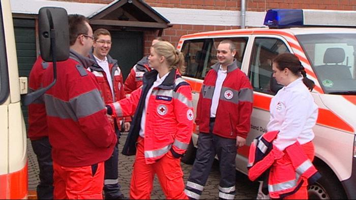 Rettungssanitäterin  Ehrenamt: Rettungssanitäterin | Alle multimedialen Inhalte der ...