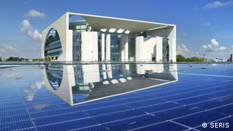 Solar panels atop the chancellery (Foto: © Seris)