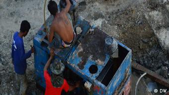Migrant workers at a construction site in Bangkok helping to build a new luxury condominum block. (Photo: DW)