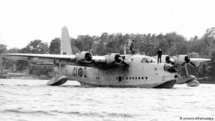 В наведении воздушного моста в осажденный Берлин использовались и гидросамолеты - такие, как этот британский Sunderland
