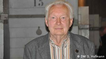 Hardy Firl. Er ist Zeitzeuge des Volksaufstands vom 17. Juni 1953 Wo: Im ehemaligen DDR-Gefängnis in der Keibelstraße in Berlin. Hardy Firl war nach den Ereignissen des 17. Juni 1953 in der DDR für drei Jahre in Haft, allerdings NICHT in der Keibelstr. Copyright: DW / Sarah Hofmann