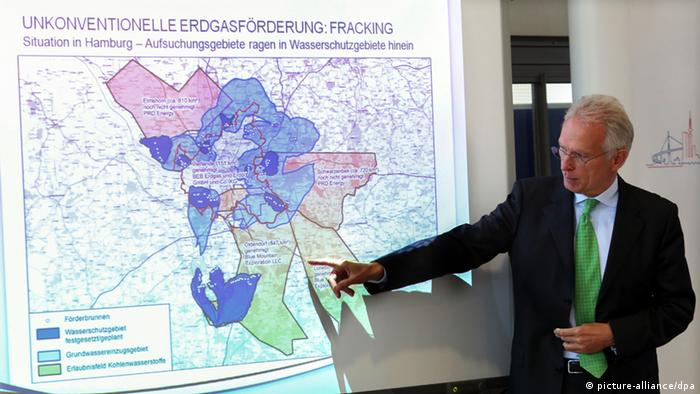 Michael Beckereit at a conference on Fracking Photo: Bodo Marks/dpa