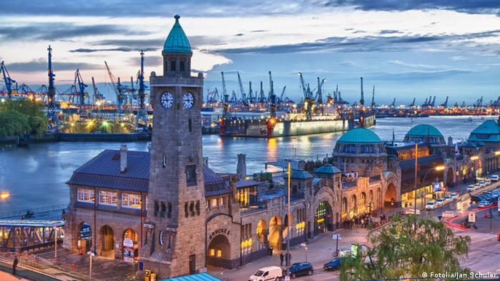 Landungsbrücken Hamburg Hafen