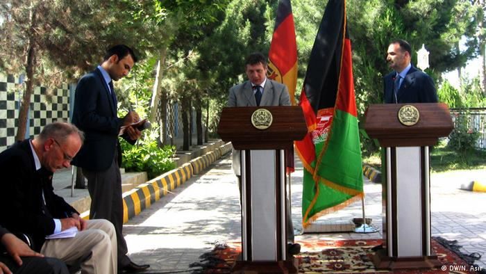 German ambassador in Afghanistan, Rüdiger König (L) and Atta Mohammad Noor, Governor of Balkh province seen during a press conference in Mazar-e-sharif city.30.05.2013.Photo: Nabi Asir / DW