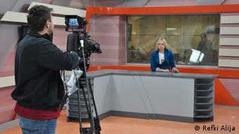 Titel: Kosovo Fernsehen Unterschrift: Die serbische Volksgruppe im Kosovo hat einen ersten TV-Sender (RTK 2) in serbischer Sprache mit landesweitem Empfang erhalten.