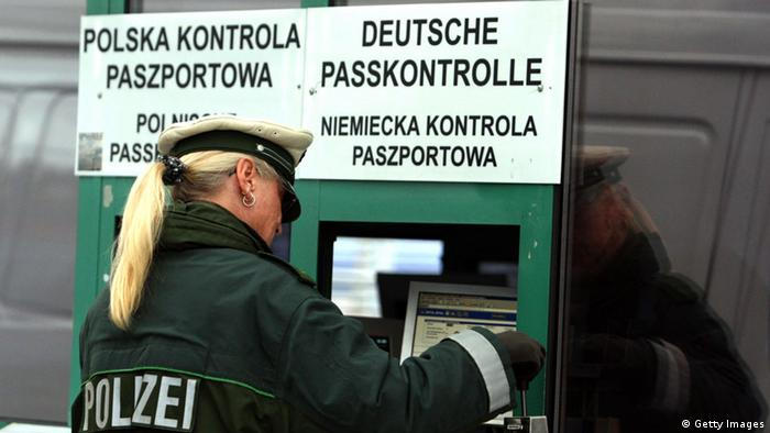German border police at the border with Poland