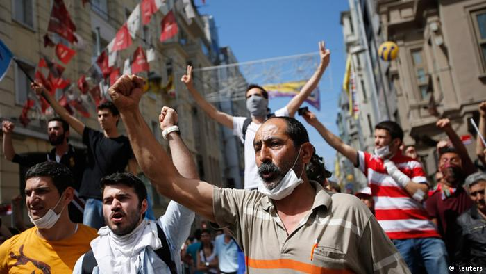 Demonstrators shout slogans during an anti-government protest in Istanbul June 1, 2013. Turkish Prime Minister Tayyip Erdogan called for an immediate end on Saturday to the fiercest anti-government demonstrations for years, as protesters clashed with riot police in Istanbul for a second day. REUTERS/Murad Sezer (TURKEY - Tags: POLITICS CIVIL UNREST)