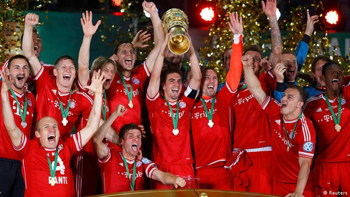Bayern Munich's Philipp Lahm lifts up the trophy as the team celebrates victory over VfB Stuttgart in their German soccer cup (DFB Pokal) final match at the Olympic Stadium in Berlin June 1, 2013. (Photo via REUTERS/Michael Dalder)