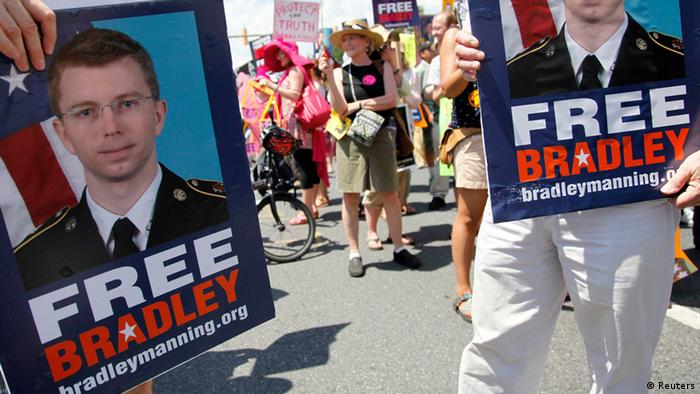 Marchers begin their protest to call for the release of jailed U.S. Army Private Bradley Manning, a central figure in the Wikileaks case, outside the gates at Fort Meade, Maryland, June 1, 2013. REUTERS/Jonathan Ernst (UNITED STATES - Tags: MILITARY CIVIL UNREST CRIME LAW MEDIA)