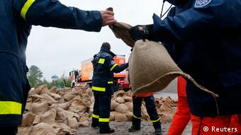 Members of the Federal Agency of Technical Relief (THW) load sandbags in Hirschfeld near Leipzig June 2, 2013. (REUTERS/Fabrizio Bensch)