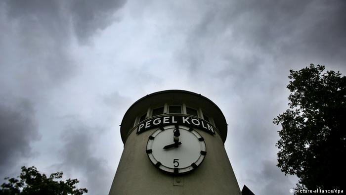 Die Pegel steigen: Pegel in Köln am Rheinufer (Foto:dpa)