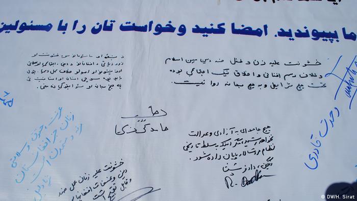 حامد کرزی، سیما سمر، داکتر سپنتا و کریم خرم نیز این تومار را امضا کرده اند.