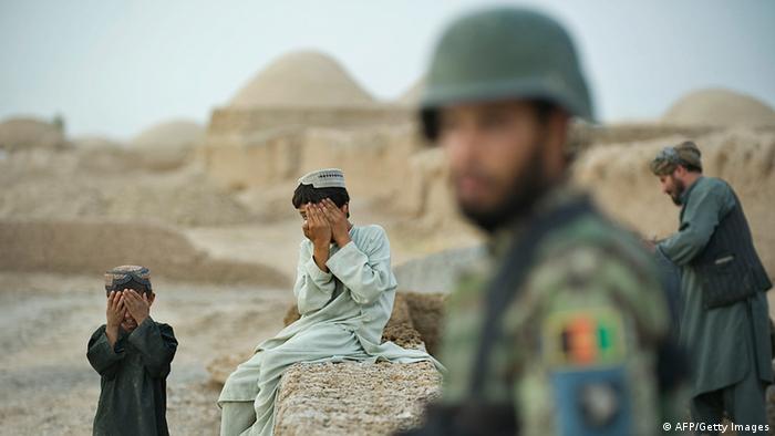 Afghanistan Kinder und Soldat (AFP/Getty Images)